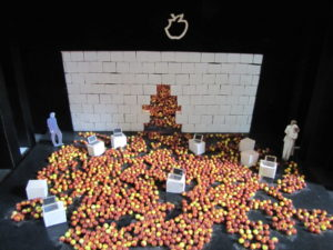 Eins von 450 Bühnenmodellen (Foto: Drew)